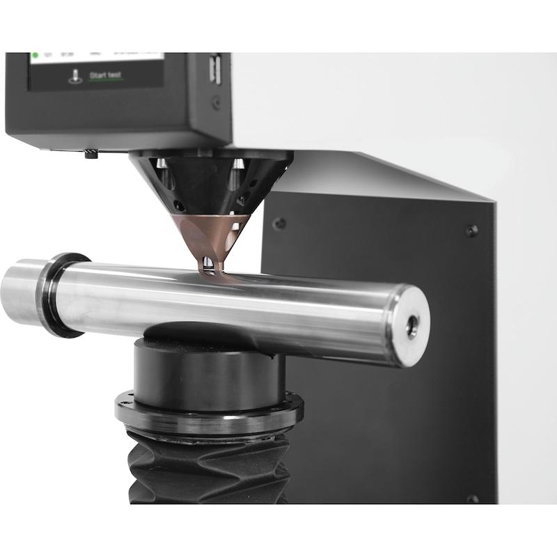QNESS Rockwell-Härteprüfgerät 150 CS ECO inkl. Eindringkörper u. Plantisch 100mm - Rockwell-Härteprüfgerät Qness 150 CS ECO